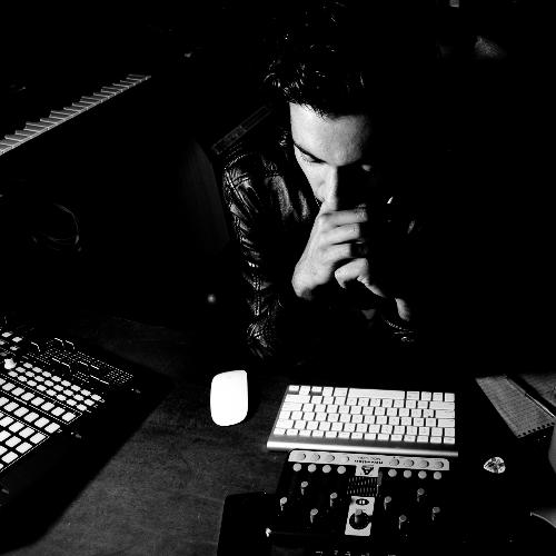 Omid studio Dark